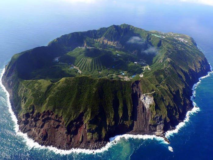 Вулканический остров Аогашима в Филипинском море, Япония (700x525, 67Kb)