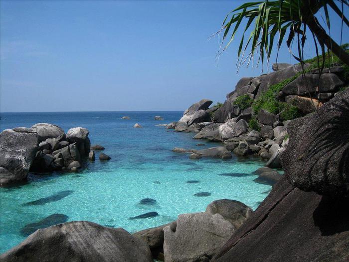 Симиланы - это группа островов расположенная в Андаманском море. Симиланские острова одно из самых красивых мест южного Таиланда (700x525, 62Kb)