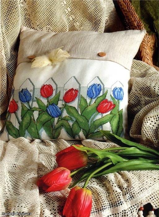 вышивка на подушке. тюльпаны (4) (513x700, 358Kb)