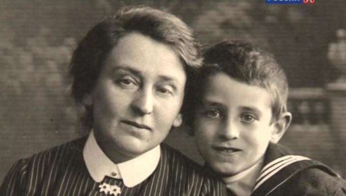 grossman_with_mother (700x397, 52Kb)