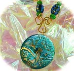 Превью art_glass_pendant_with_enameled_golden_bird_painting_and_etched_beads__fb2a88f1 (500x481, 89Kb)