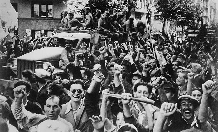 """На плакатах КГГА жителей Праги в 1945-м выдают за киевлян в 1943-м: нет кадров, где приветствовали Красную Армию как """"освободителей"""" - Цензор.НЕТ 7990"""