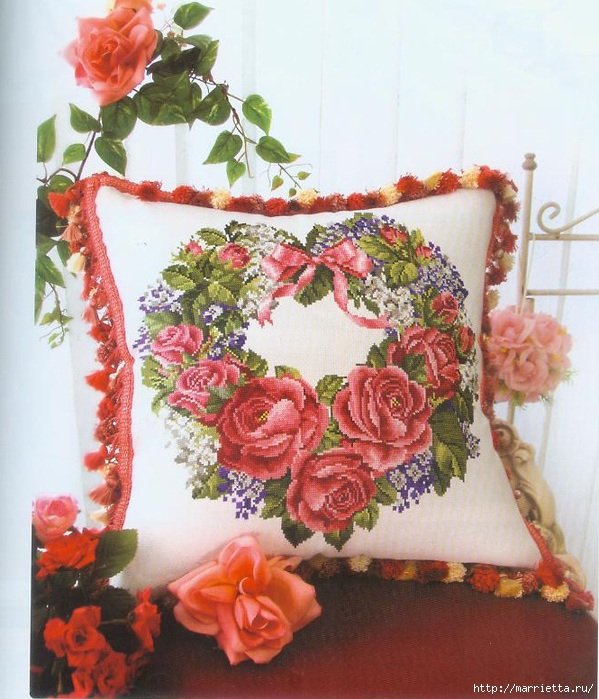 подушка с розами. вышивка
