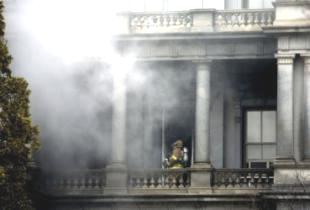 Белый дом - пожар (310x210, 30Kb)