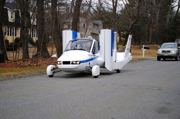 Летающий автомобиль 1 (600x399, 200Kb)