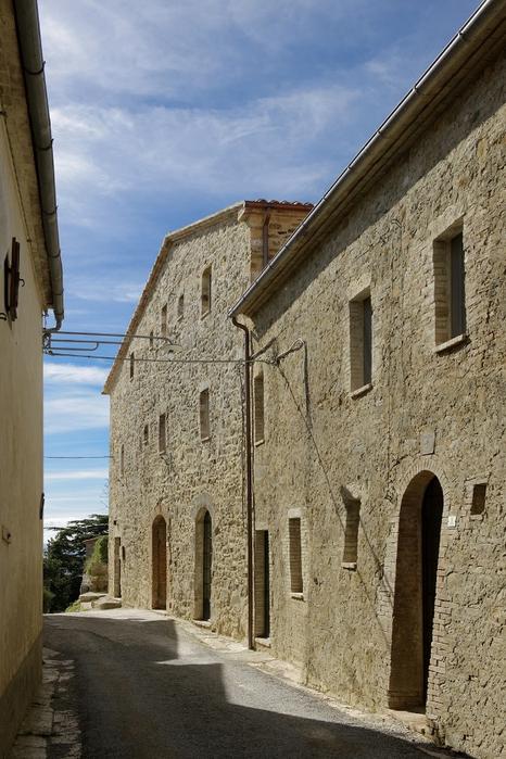 средневековый отель в италии фото 2 (466x700, 280Kb)