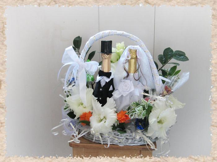 Как своими руками украсить корзину на свадьбу
