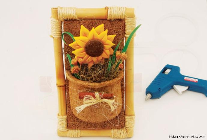 Декоративное панно с подсолнухом в рамочке из бамбука (12) (690x468, 137Kb)
