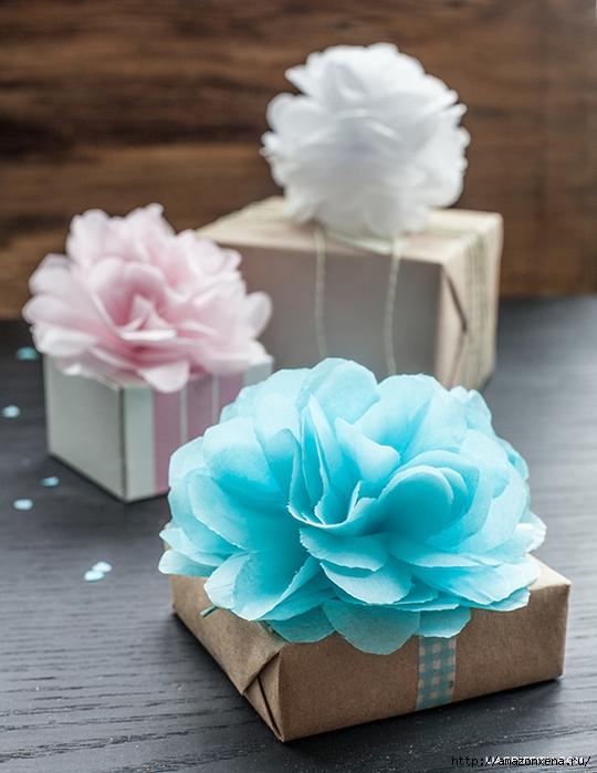 Как украсить подарок цветами 699