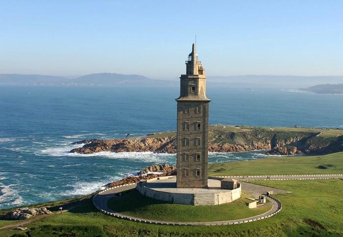 древний маяк башня геркулеса испания 1 (700x484, 89Kb)