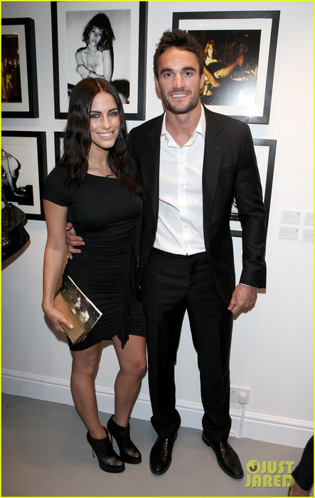 jessica-lowndes-thom-evans-human-relations-private-view-01 (443x700, 69Kb)
