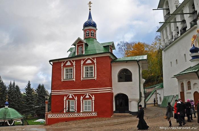 Псково-Печерский монастырь37 (700x460, 227Kb)