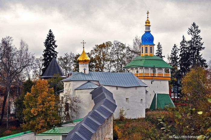 Псково-Печерский монастырь22 (700x464, 285Kb)