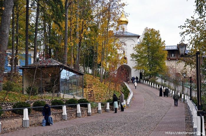 Псково-Печерский монастырь8 (700x464, 367Kb)