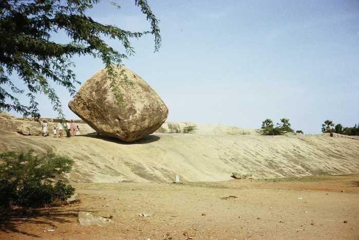 масляный камень Махабалипурам индия фото 2 (700x468, 37Kb)