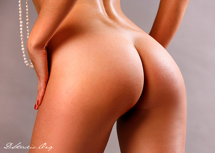 gimnastki-akrobatki-golie