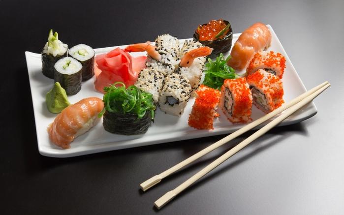 413482_sushi_rolly_palochki_tarelka_moreprodukty_1680x1050_(www.GdeFon.ru) (700x437, 212Kb)