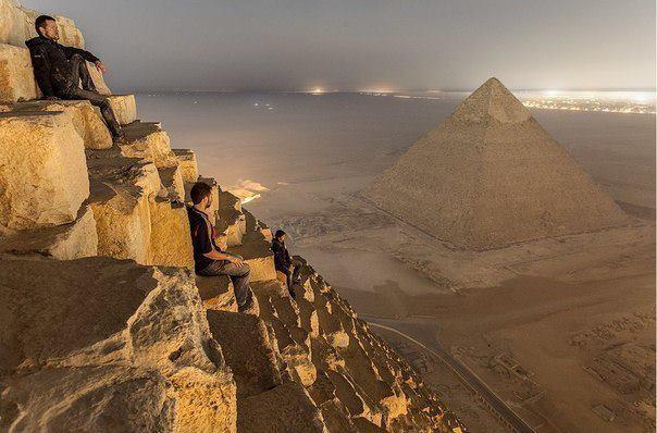 Восхождение на пирамиду Хеопса (604x398, 45Kb)