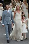 Превью Kate_Moss_Wedding_Dress-thumb-700x1050-134693 (466x700, 378Kb)