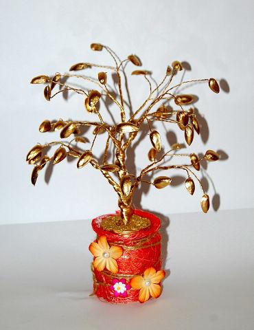 Дерево из фисташек денежное