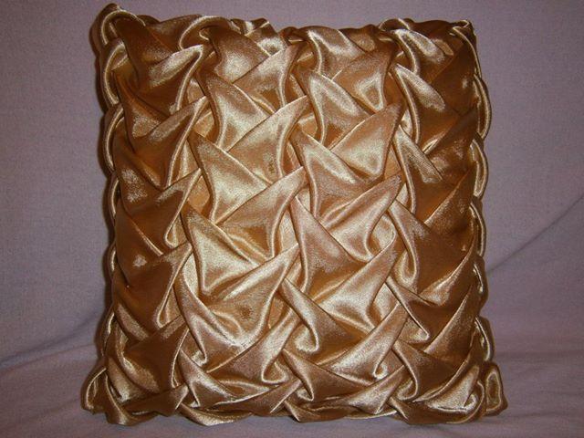 сделать буфы на подушку: