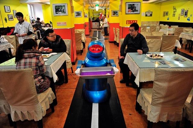 ресторан с роботами в харбине (640x425, 243Kb)