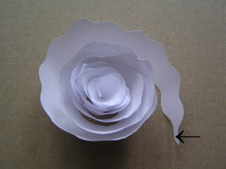 decorar una pantalla de lámpara hecha de rosas de papel (2) (320x240, 14Kb)