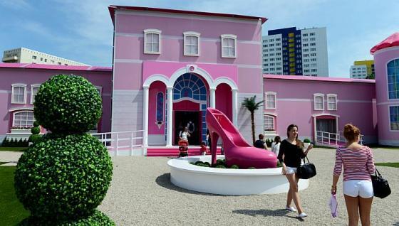 Barbie Dreamhouse Experience  дом барби в берлине (560x318, 38Kb)