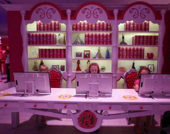 Barbie Dreamhouse Experience  дом барби в берлине 12 (700x552, 73Kb)