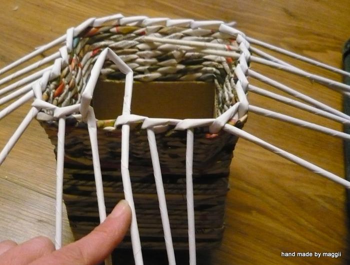 плетение из газет. корзинка с декупажем (10) (700x531, 325Kb)
