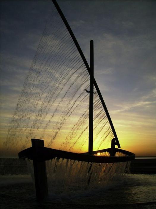 фонтан лодка в валенсии фото 7 (525x700, 262Kb)