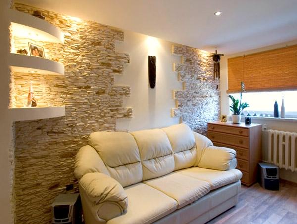 Дизайн гостиной с искусственным камнем