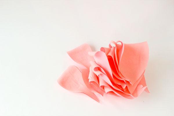 гигантские розы из гофробумаги (6) (600x400, 19Kb)