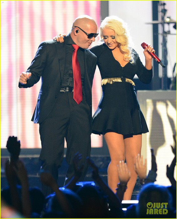 christina-aguilera-pitbull-billboard-music-awards-2013-performance-video-03 (565x700, 84Kb)