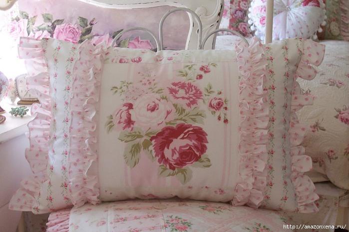 Винтажные подушки (82) (700x466, 178Kb)