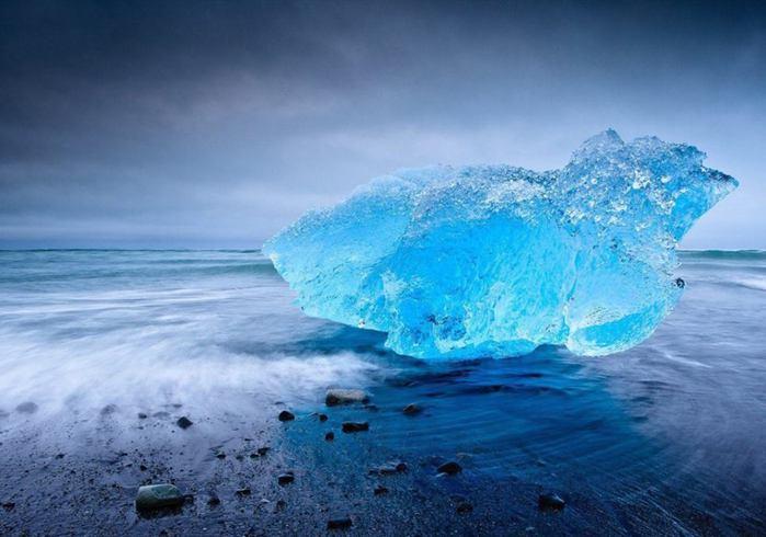 Айсберг в ледниковой лагуне Йокульсарлон, Исландия (700x490, 48Kb)
