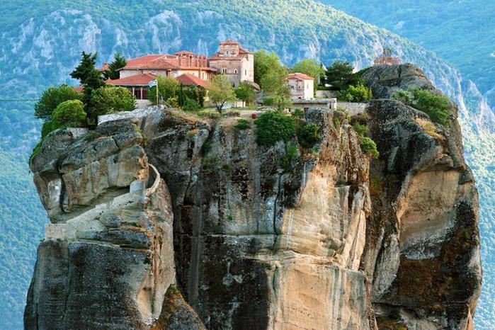 Монастырский комплекс Метеора, Греция (700x466, 86Kb)