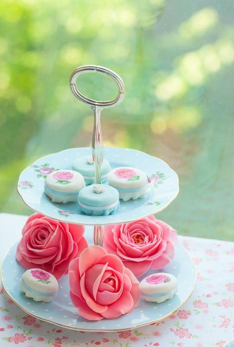 Нежные розы из сахарной мастики (2) (472x700, 208Kb)