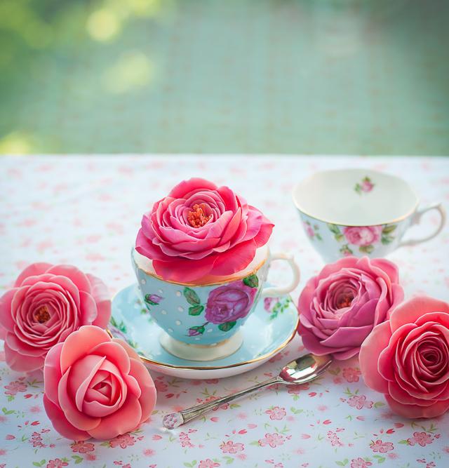Нежные розы из сахарной мастики (4) (640x667, 377Kb)