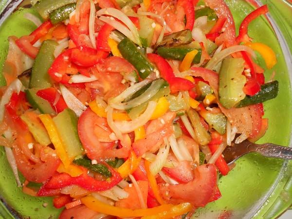 Салат с перцем помидорами морковью луком на зимуы