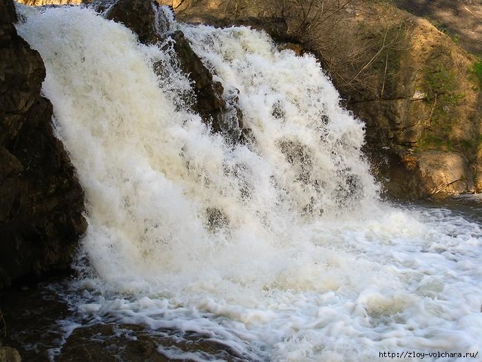 Водопад. Вид в близи/1415502_1 (700x525, 349Kb)
