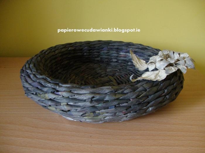 Плетение из газет. Объемная вазочка для фруктов (1) (700x525, 248Kb)