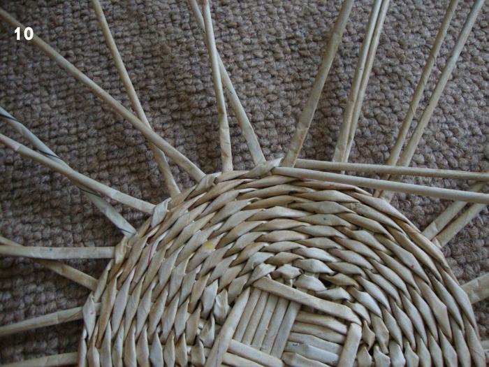 Плетение из газет. Объемная вазочка для фруктов (12) (700x525, 330Kb)