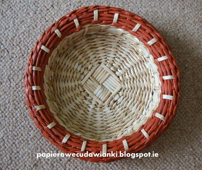 Плетение из газет. Объемная вазочка для фруктов (24) (700x588, 389Kb)