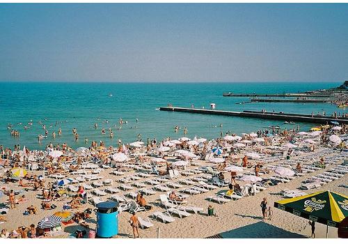 Одесские пляжи просто переполнены отдыхающими.
