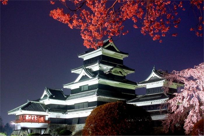 Замок Мацумото - самый красивый в Японии замок на воде (10 фото)