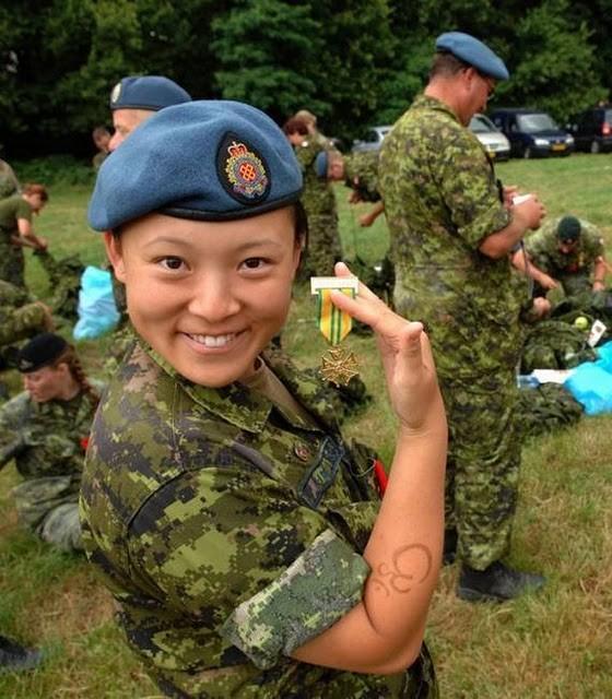 Солдаты и телка 11 фотография