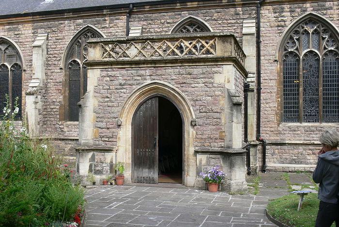 Cardiff_St.John_-_AuГџen_6_Seitenportal (700x468, 113Kb)