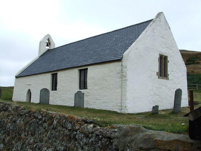 1024px-Eglwys-y-Grog,_Mwnt,_Pembrokeshire (700x525, 72Kb)