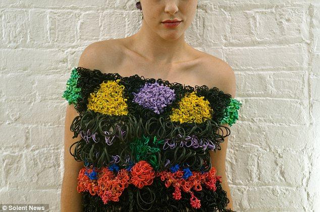 платья из канцелярских резинок маргарита милева 1 (634x421, 78Kb)